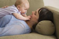 Aptamil. Inspirat de laptele matern, creat de specialisti in nutritia sugarilor