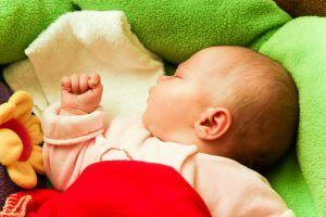 Bebelusul la 4 luni si 2 saptamani
