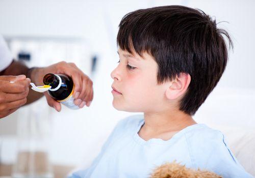 Cum administram medicamente copiilor?