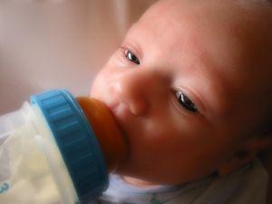 Alimentatia prelacteala la nou-nascut
