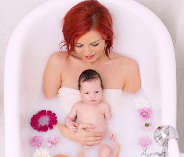 Fiica Elenei Gheorghe a implinit 3 ani. Mesajul emotionant al cantaretei pentru fetita ei