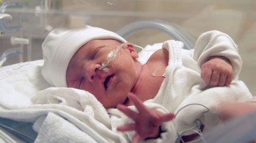 Bebelus nascut prematur, ramas singur pe lume dupa ce mama si intreaga familie au fost rapusi de COVID-19