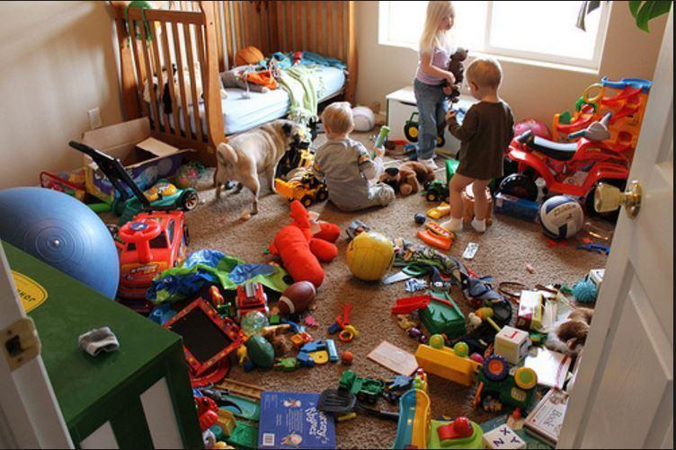 STUDIU: Copiii care au mai putine jucarii sunt mai creativi si mai inteligenti
