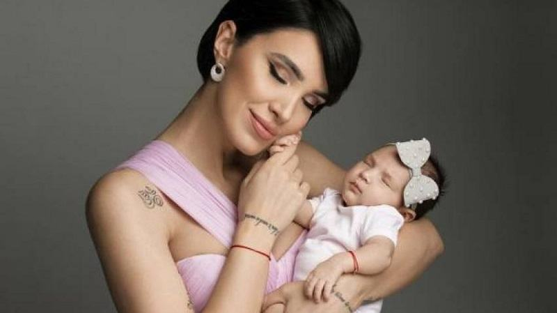 Adelina Pestritu, primul Revelion in calitate de mama. Cum a petrecut trecerea dintre ani.