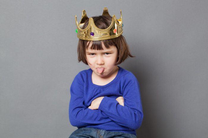 Cea mai mare greseala a unui parinte este sa ii gaseasca mereu scuze copilului