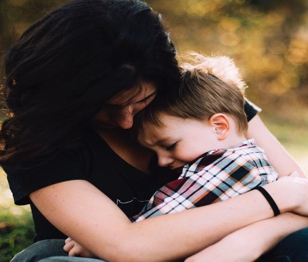 """Butonul de imbratisari"", metoda inventata de o mamica impotriva anxietatii de separare"