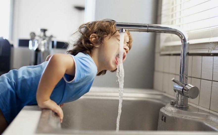 Reactia Apa Nova dupa ce s-a zvonit ca apa de la robinet ar fi poluata si nu este potabila