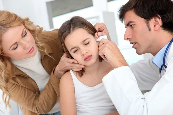 Mami, ma doare urechea!