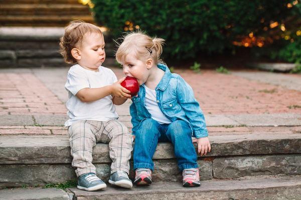 Patru metode de a ajuta copilul sa-si dezvolte moralitatea