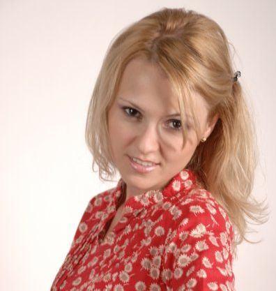 Copilaria fara varsta si joaca de-a oamenii mari - un interviu cu Alina Teianu