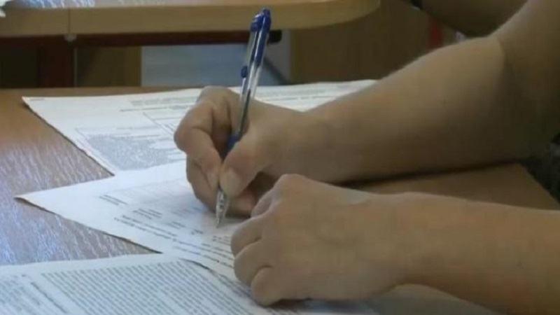 Falsul medic, Raluca Barsan, sustine examenul de bacalaureat la un liceu din Bucuresti