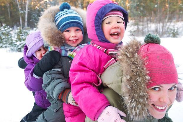 Carucioarele si saniutele, accesoriile indispensabile pentru parinti si bebelusi. Super oferta Black Friday la Baby Merc