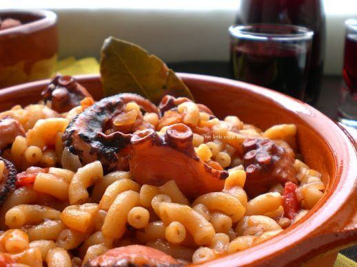 Caracatita cu sos si macaroane