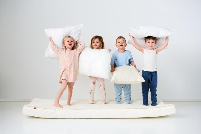 Cum sa alegi salteaua pentru patul copiilor?
