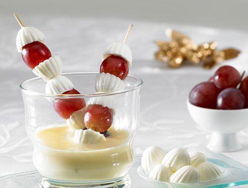 Frigarui de Miez de Lapte cu struguri si crema de vanilie