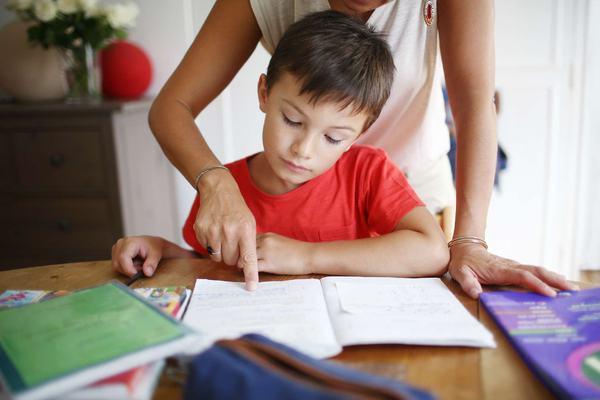 O mama a facut infarct deoarece fiul sau nu stia sa isi faca temele