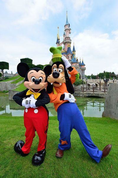 Mickey_Goofy_disneyland_paris