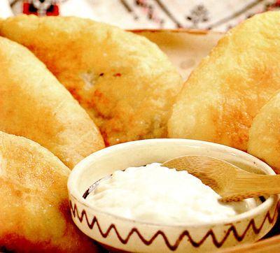 Placinte cu cartofi si mujdei de usturoi, de post