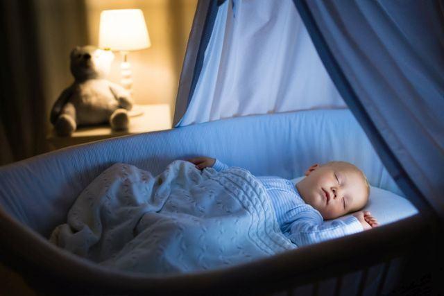 Cele mai comune mituri despre somnul bebelusului