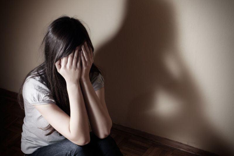 Minora care a sunat si a spus ca vrea sa moara, abuzata sexula de tatal vitreg