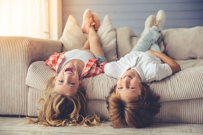Idei de joaca: consuma energia copilului chiar daca stati in casa