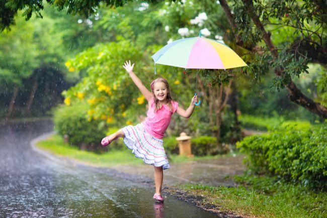 Joaca in ploaie: 19 activitati pe timp de ploaie
