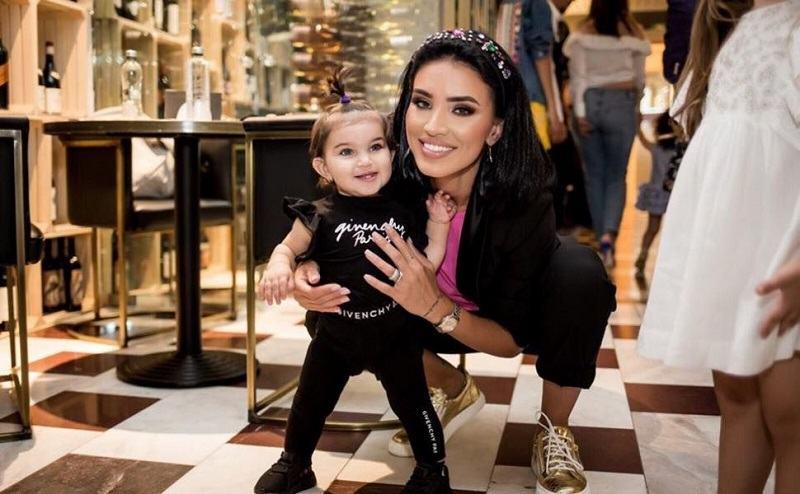"""Adelina Pestritu, rapuns pentru cei care o critica pentru ca este o mama permisiva: """"Ma cam iau de urechi"""""""
