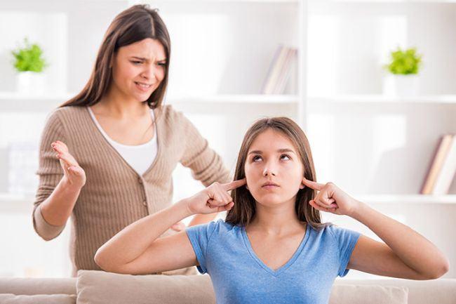Nu te mai intelegi cu copilul tau adolescent? Ambivalenta specifica varstei este de vina