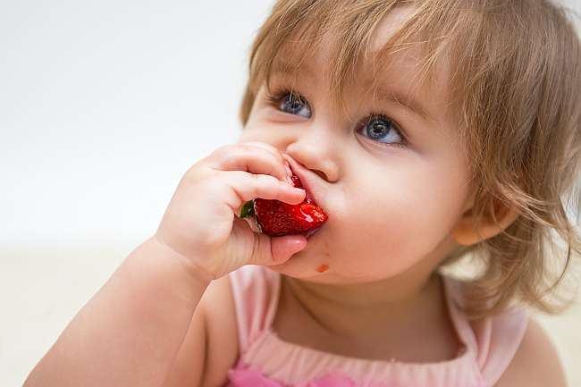 alergie_fructe_de_padure_copii_capsuni