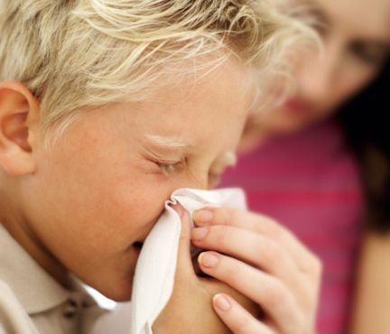 Cauzele stranutului la copii