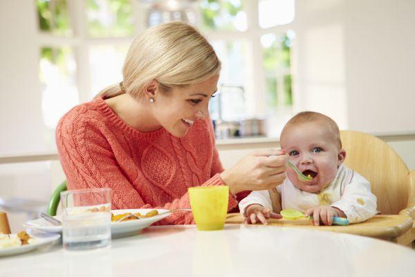 Sfaturi utile pentru o alimentatie corecta a copilului pana la varsta de 2 ani