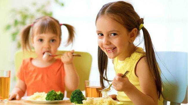 Top 6 alimente care ajuta la dezvoltarea creierului copilului