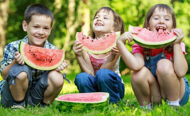 Alimente indispensabile pentru copii pe timpul verii