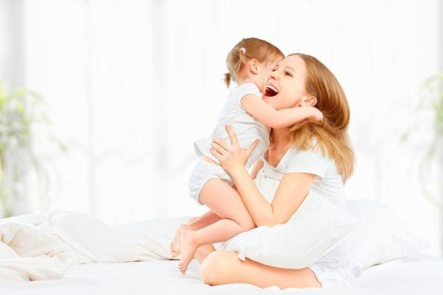 Rasfata-ti copilul! Beneficiile alintului pentru parinti si copii