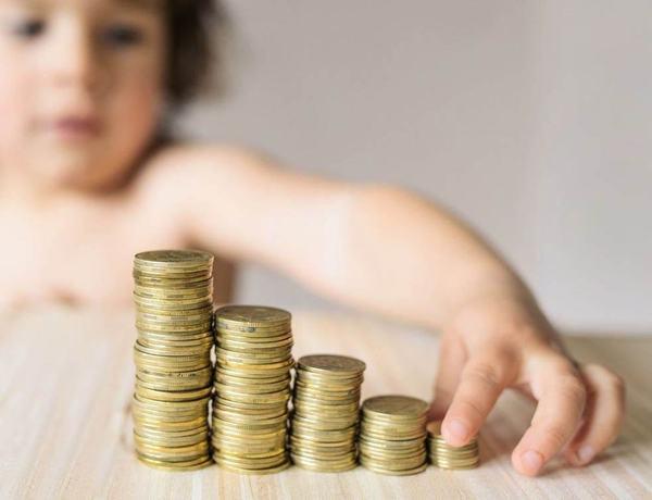 """Ministrul Finantelor: Alocatiile vor fi majorate de la 1 august cu un procent """"in jurul a 15%"""""""