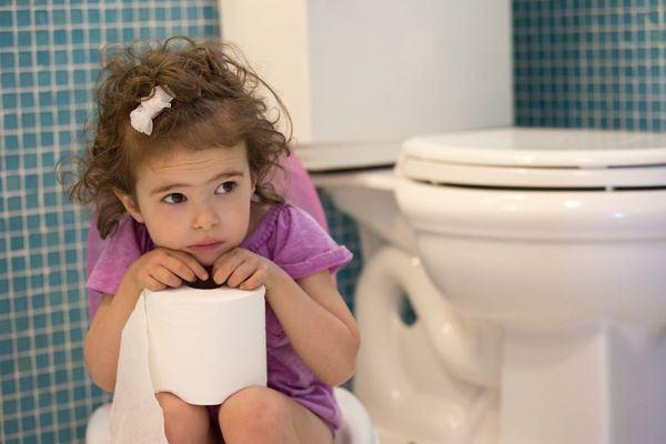 Cum inveti copilul sa isi faca nevoile la toaleta