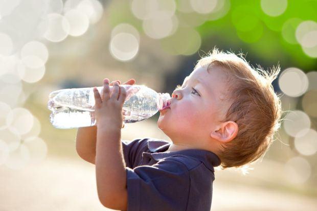 Care este cea mai buna apa pentru bebelusi si copii mici?