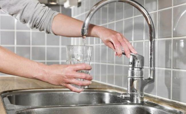 Ministerul Sanatatii cere bucurestenilor sa nu mai consume apa de la robinet