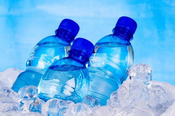 5 mituri despre apa imbuteliata