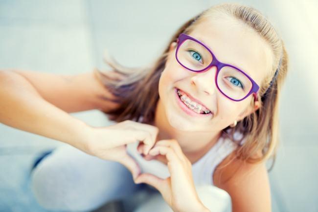 Cum ne acomodam cu purtarea aparatului dentar