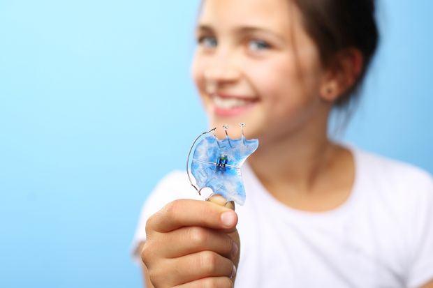 Aparatul dentar mobil: cat de eficient este?