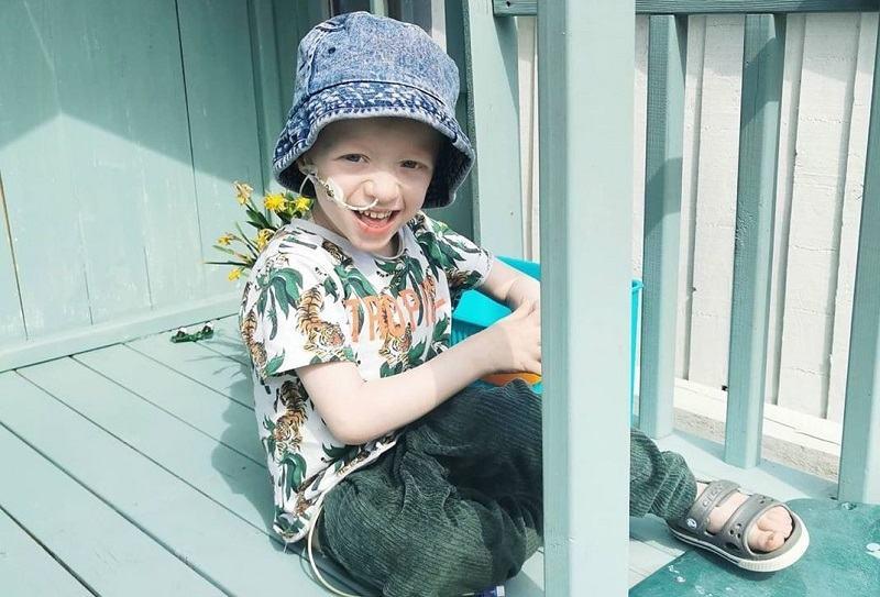 Povestea lui Archie, un baiatel de 4 ani care a invins coronavirusul, desi sufera de o forma rara de cancer