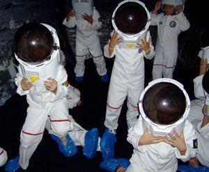 Copiii pasesc pe luna la Baneasa Shopping City