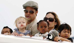 Angelina Jolie insarcinata cu gemeni