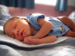 Pozitiile de somn la bebelusi