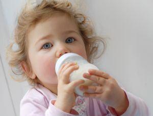 Alimentatia bebelusului cu lapte praf, sfaturi si sugestii
