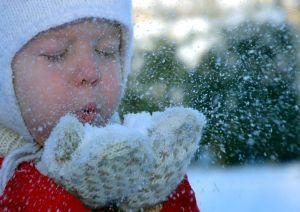 Iarna, un prilej de joaca alaturi de bebelusul tau