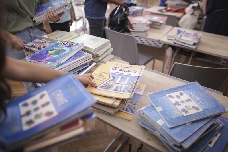 Promisiunea ministrului Educatiei: Auxiliarele scolare vor fi cumparate de Ministerul Educatiei