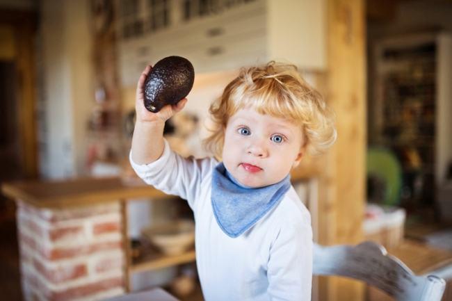 Cand introducem avocado in alimentatia copilului