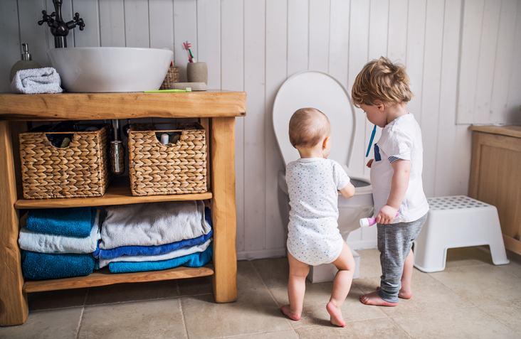 baietei-pipi-toaleta